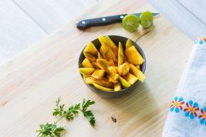 Salata od piletine sa karijem i mangom